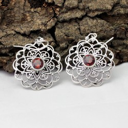 Attractive Garnet Round 925 Sterling Silver Earring