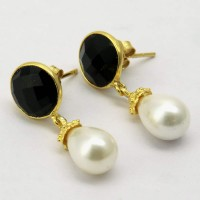Secret !! White Pearl, Black Onyx 925 Sterling Silver Earring With Gold Plated