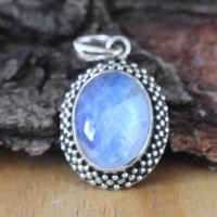 Gorgeous Rainbow Moonstone 925 Sterling Silver Pendant