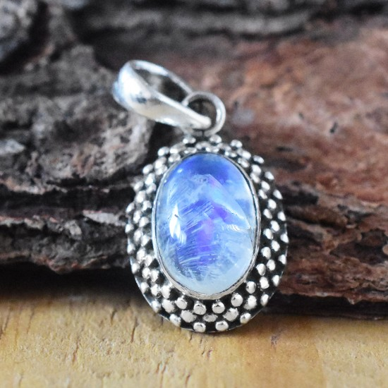 Attractive Rainbow Moonstone 925 Sterling Silver Pendant