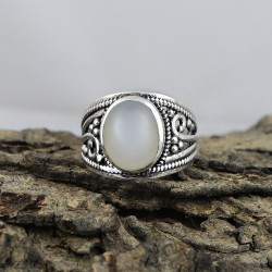 Amazing Moonstone Cabochon 925 Sterling Silver Ring