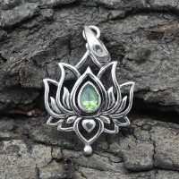 Beautiful Design Peridot 925 Sterling Silver Pendant Jewelry