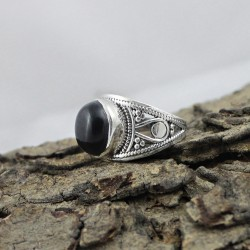 Attractive Oval Shape Black Onyx 925 Sterling Silver Ring